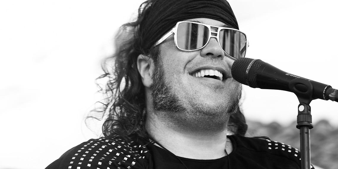 Conférenciers Québec, Formation, Motivation et Team Building - Formax - Martin Deschamps - Conférencier, auteur-compositeur-interprète rock